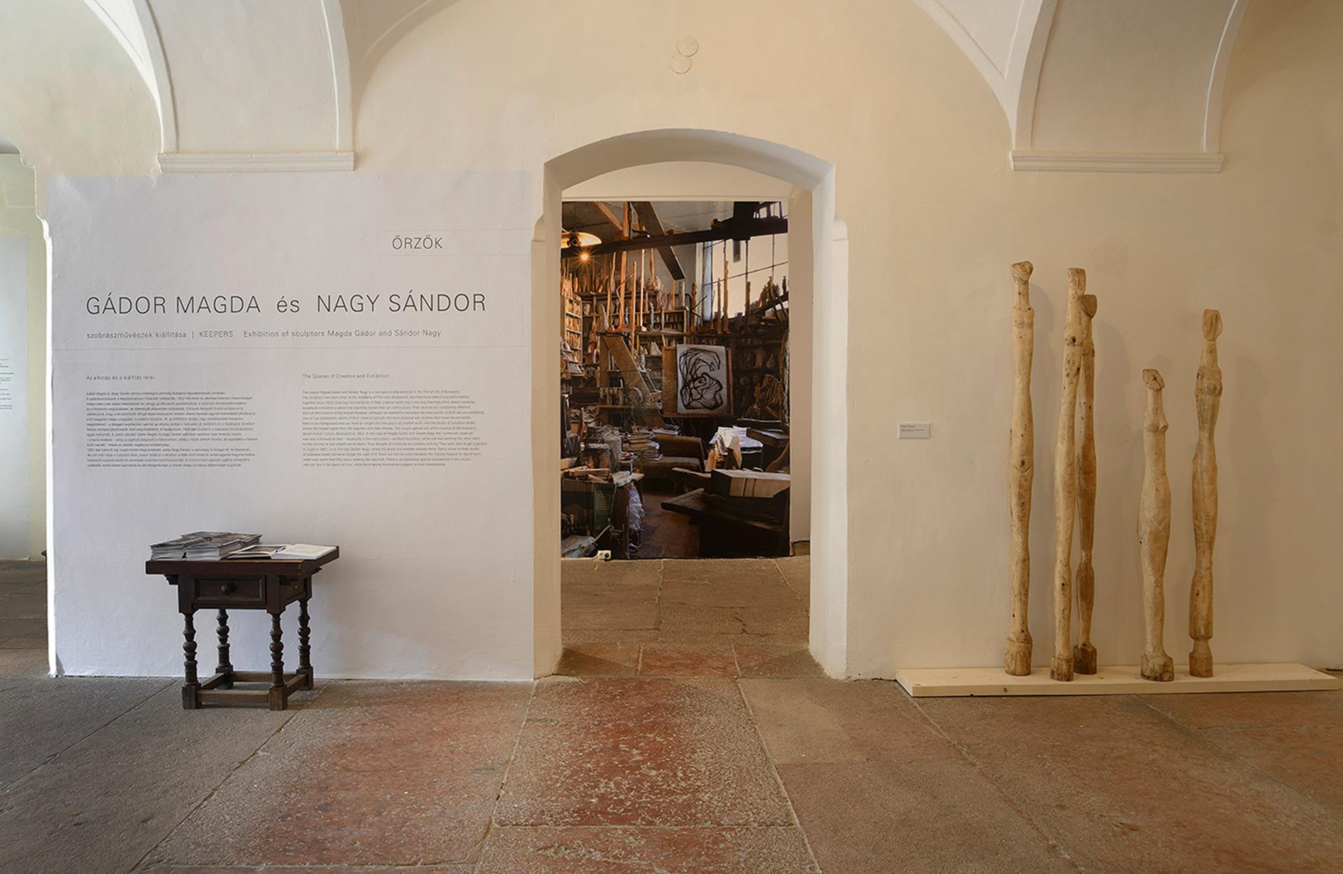 Őrzők | Gádor Magda és Nagy Sándor szobrászművészek kiállítása